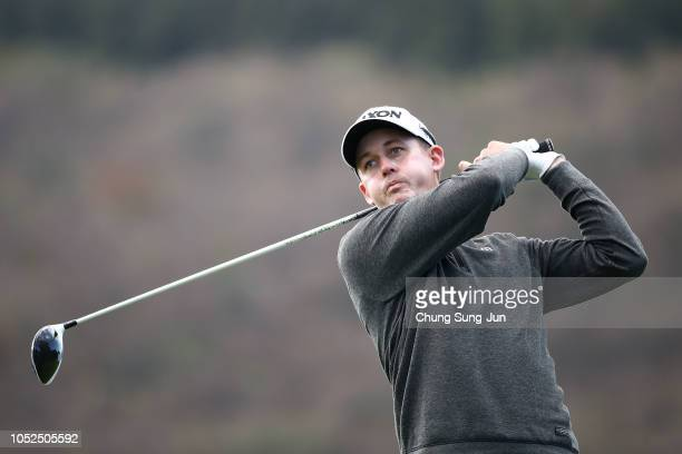 Andrew Putnam of United States plays a tee shot on the 16th hole during the second round of the CJ Cup at the Nine Bridges on October 19 2018 in Jeju...