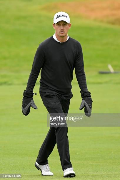 Andrew Putnam wears his gloves on the ninth hole fairway during the first round of the Genesis Open at Riviera Country Club on February 14 2019 in...