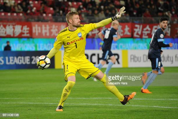 Andrew Redmayne of Sydney FC in action during the AFC Champions League Group H match between Kashima Antlers and Sydney FC at Kashima Soccer Stadium...
