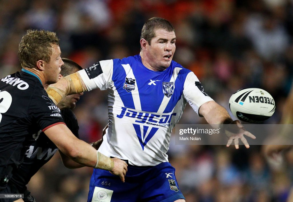 Andrew Ryan of the Bulldogs offloads during the round 11 NRL match between the Penrith Panthers and the Canterbury Bulldogs at CUA Stadium on May 24, 2010 in Sydney, Australia.