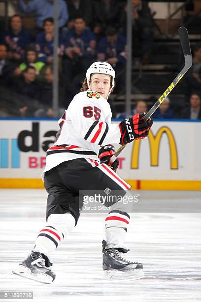 Andrew Shaw of the Chicago Blackhawks skates against the New York Rangers at Madison Square Garden on February 17 2016 in New York City The Chicago...