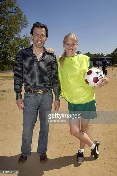 Andrew Shue and Carly Schroeder during 'Gracie' Cast Appearance at Mimosa Elementary School in Atlanta April 30 2007 at Mimosa Elementary School in...