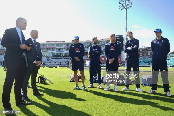 Andrew Strauss speaks to the Engand team in a huddle before he presents Alastair Cook of England with a commemorative hat during Day One of the...