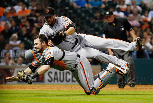 Andrew Susac of the San Francisco Giants makes a play...