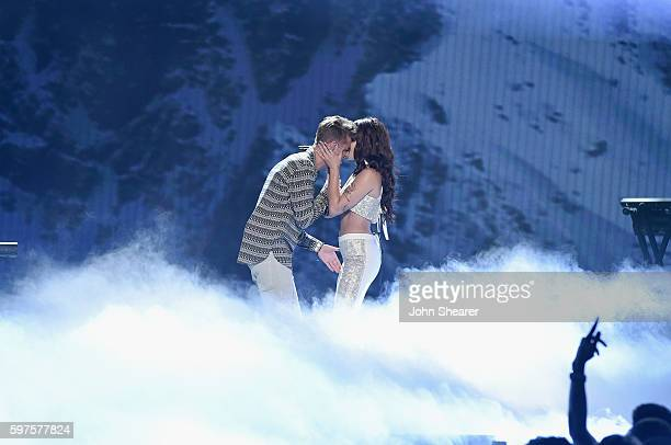 Andrew Taggart of the Chainsmokers and Halsey perform onstage during the 2016 MTV Music Video Awards at Madison Square Gareden on August 28 2016 in...