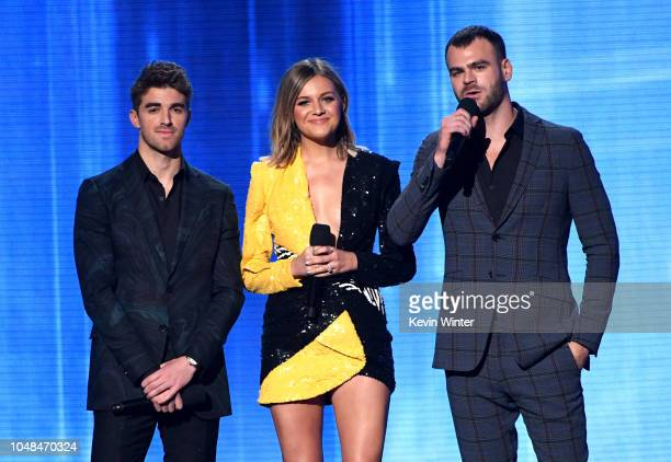 Andrew Taggart of The Chainsmokers Kelsea Ballerini and Alex Pall of The Chainsmokers speak onstage during the 2018 American Music Awards at...