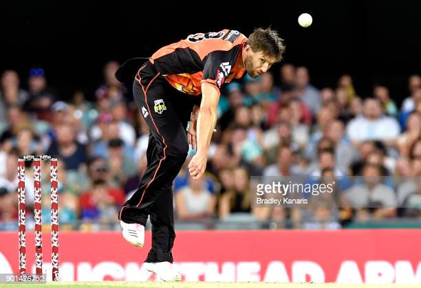 Andrew Tye of the Scorchers bowls during the Big Bash League match between the Brisbane Heat and the Perth Scorchers at The Gabba on January 5 2018...