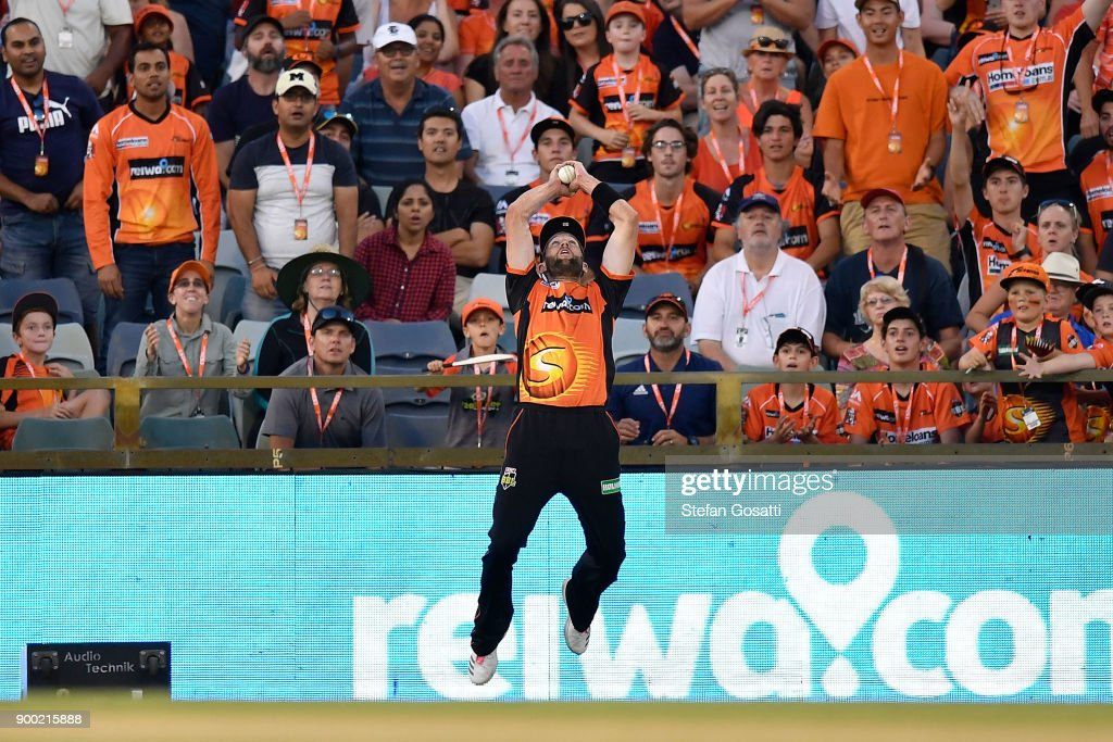 Andrew Tye of the Scorchers takes the catch to dismiss Nic Maddinson of the Sixers during the Big Bash League match between the Perth Scorchers and the Sydney Sixers at WACA on January 1, 2018 in Perth, Australia.