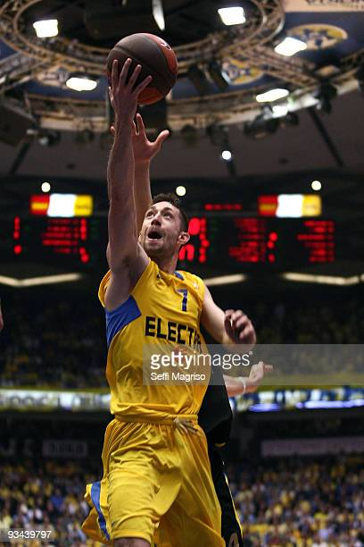 Andrew wisniewski #7 of Maccabi Electra in action during the Euroleague Basketball Regular Season 20092010 Game Day 5 between Maccabi Electra Tel...