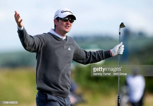 Justin Rose appeals to the Old Lady on his way to a bogey at the 6th hole