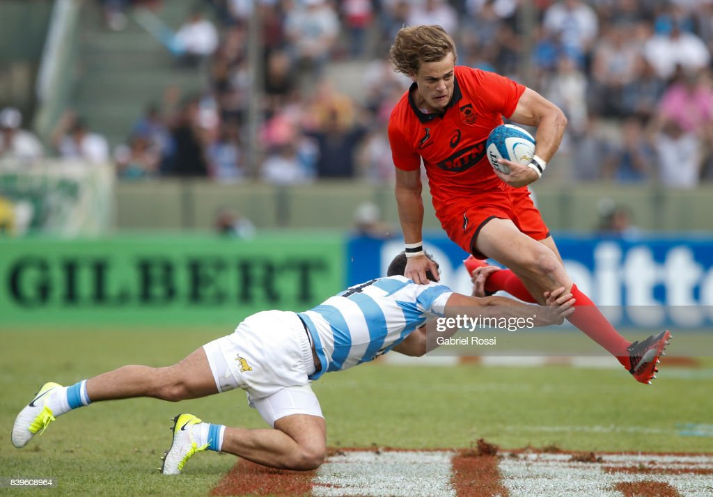 Andries Coetzee of South Africa is tackled by Ramiro Moyano of Argentina during the round two match between Argentina and South Africa as part of The Rugby Championship 2017 at Padre Martearena Stadium on August 26, 2017 in Salta, Argentina. South Africa wore a red commemorative jersey to celebrate the 25th anniversary of rugby unity in South Africa.