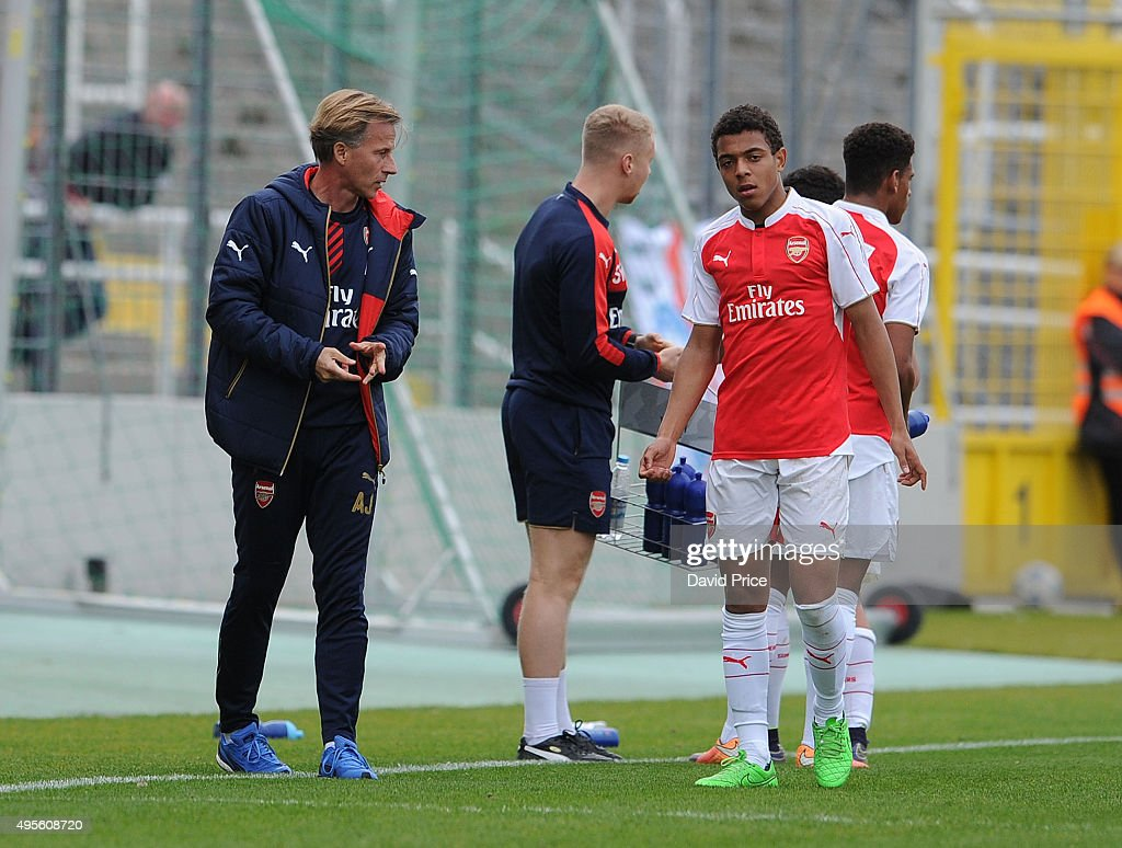 Andries Jonker the Arsenal U19 Manager talks to Donyell Malen of Arsenal during the match between Bayern Munich U19 and Arsenal U19 at Grunwalder Stadion on November 4, 2015 in Munich, Bavaria.