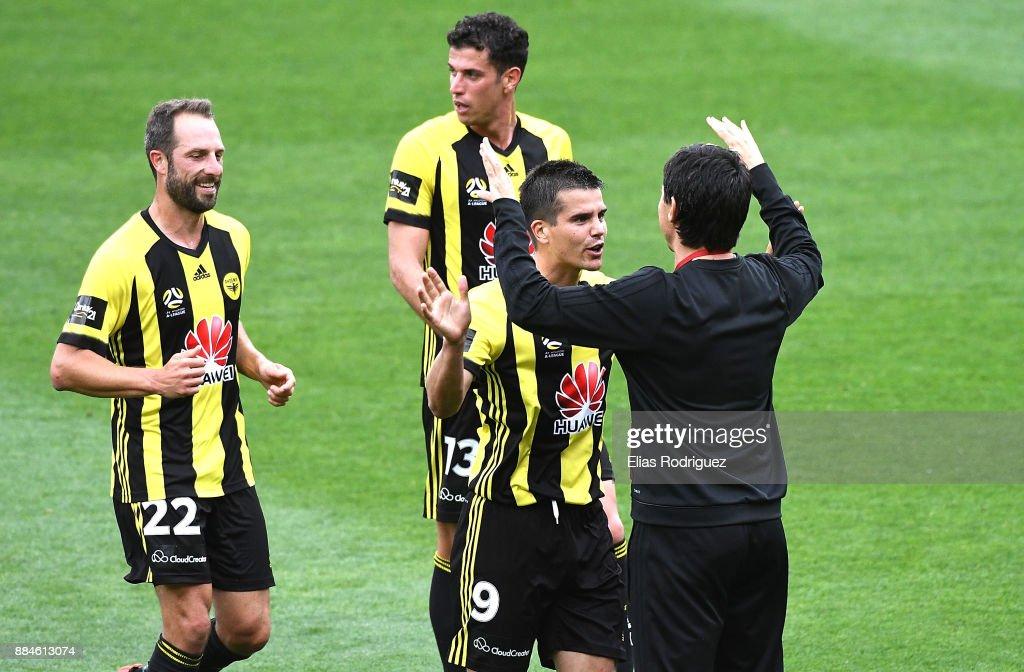 A-League Rd 9 - Wellington v Melbourne : News Photo