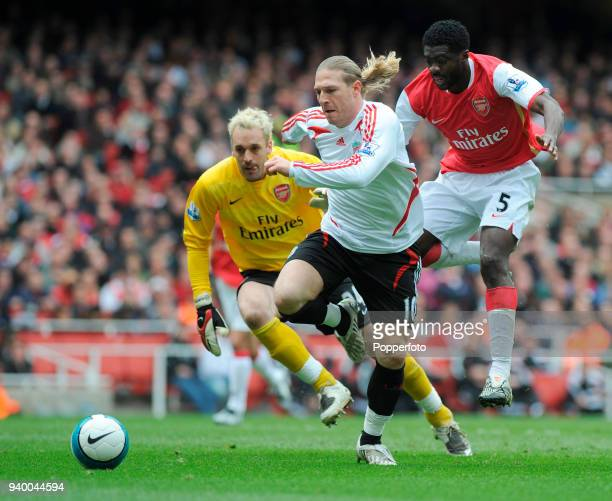 Andriy Voronin of Liverpool goes past Kolo Toure and Arsenal goalkeeper Manuel Almunia but fails to score during the Barclays Premier League match...