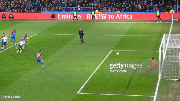 Andros Townsend of Crystal Palace beats Paulo Gazzaniga of Tottenham Hotspur from the penalty spot to make the score 20 during the FA Cup Fourth...