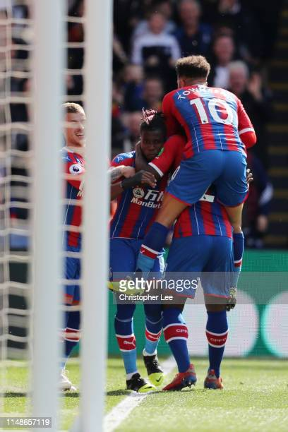 Andros Townsend of Crystal Palace celebrates after scoring his team's fifth goal with his team mates during the Premier League match between Crystal...