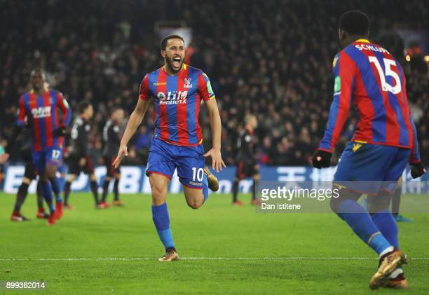Andros Townsend of Crystal Palace celebrates as he scores their first and equalising goal with team mate Jeffrey Schlupp during the Premier League...
