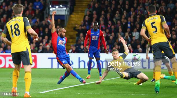 Andros Townsend of Crystal Palace scores their first goal during the Premier League match between Crystal Palace and Arsenal at Selhurst Park on...