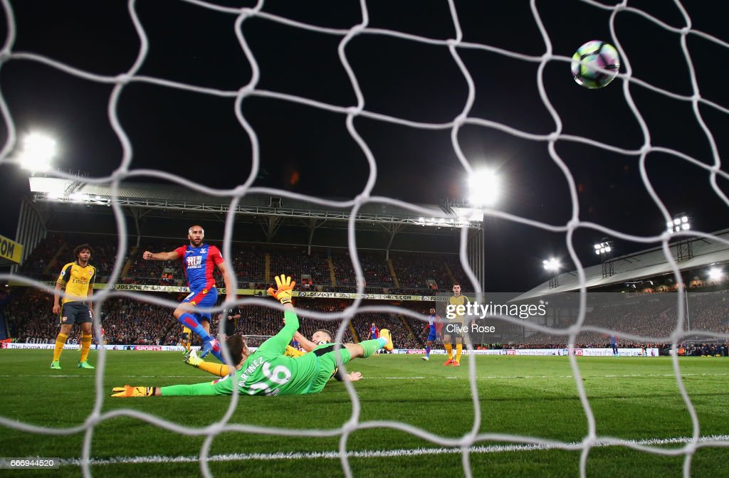 Andros Townsend of Crystal Palace shoots past Emiliano Martinez of Arsenal to score their first goal during the Premier League match between Crystal Palace and Arsenal at Selhurst Park on April 10, 2017 in London, England.