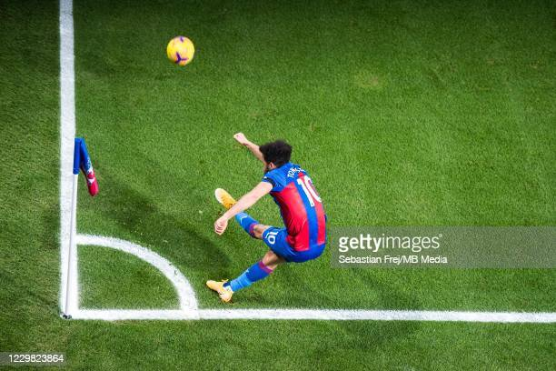 Andros Townsend of Crystal Palace takes a corner kick during the Premier League match between Crystal Palace and Newcastle United at Selhurst Park on...