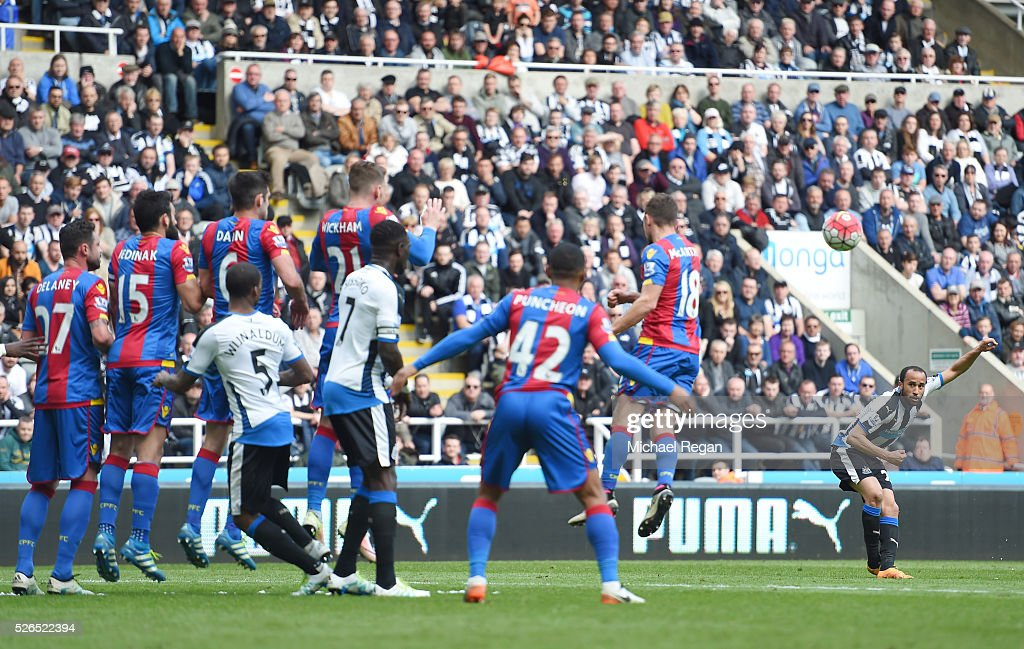 Andros Townsend of Newcastle United scores his team's first goal during the Barclays Premier League match between Newcastle United and Crystal Palace at St James' Park on April 30, 2016 in Newcastle upon Tyne, England.
