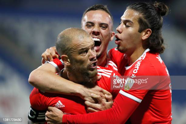 Andrés D'Alessandro of Internacional celebrates with teammates after scoring the first goal of his team during a Group E match of Copa CONMEBOL...
