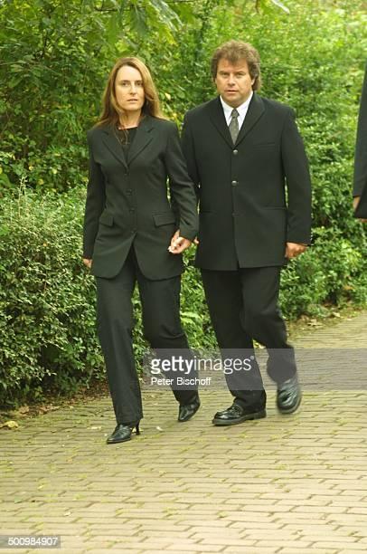 Andy Borg 2 Ehefrau Birgit Borg Beerdigung von Günter Ilgner Köln Friedhof ErfstadtLechenich trauern Trauer in schwarz TrauerKleidung Abschied nehmen...