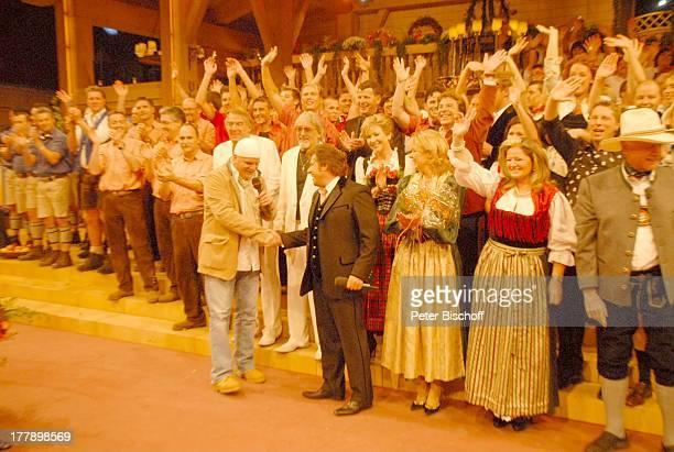 Andy Borg DJ tzi dahinter Carolin Reiber Larry Hagman Mitwirkende ARD/ORF/SFMusikshow Musikantenstadl München Bayern Deutschland Europa Olympiahalle...