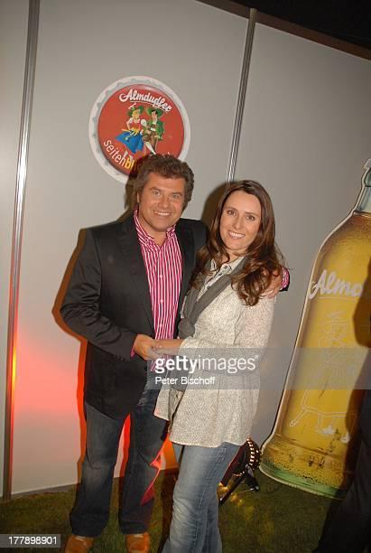 Andy Borg Ehefrau Birgit AftershowParty nach ARD/ORF/SFMusikshow Musikantenstadl München Bayern Deutschland Europa Olympiahalle umarmen...