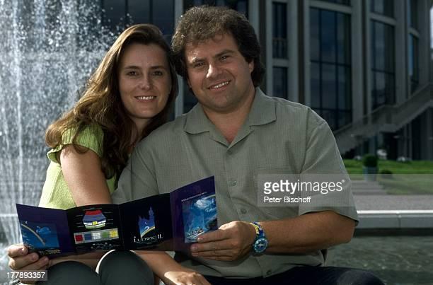 Andy Borg Ehefrau Birgit Oberstdorf / Füssen Bayern Deutschland Europa Urlaub Springbrunnen VolksmusikModerator Sänger Musiker
