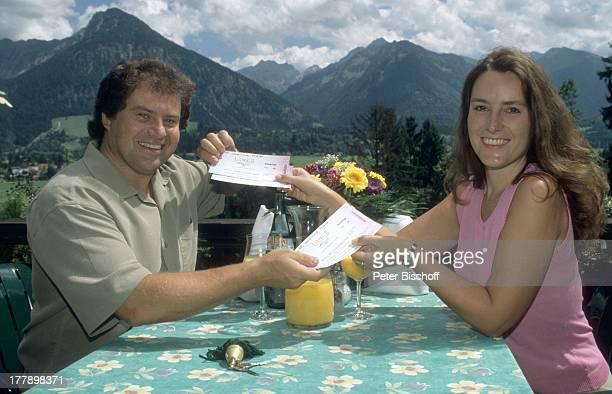 Andy Borg Ehefrau Birgit Oberstdorf / Füssen Bayern Deutschland Europa Urlaub Berge VolksmusikModerator Sänger Musiker