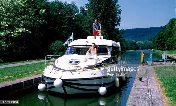 Andy Borg Lebensgefährtin Birgit Strobel Urlaub auf Hausboot Saverne Frankreich Europa Boot VolksmusikModerator Sänger Musiker