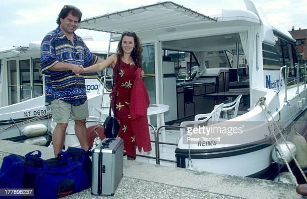 Andy Borg Lebensgefährtin Birgit Strobel Urlaub auf Hausboot Saverne Frankreich Europa Boot Koffer VolksmusikModerator Sänger Musiker