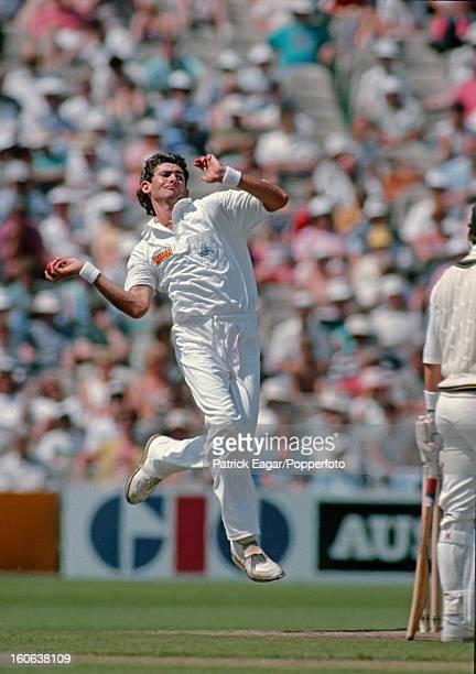 MANCHESTER JUNE 4 Andy Caddick bowling 1st Test England v Australia Old Trafford June 1993