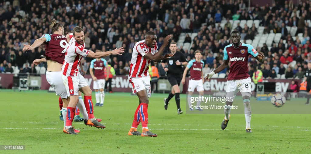 Andy Carroll of West Ham scores the equalising goal during the Premier League match between West Ham United and Stoke City at London Stadium on April 16, 2018 in London, England.