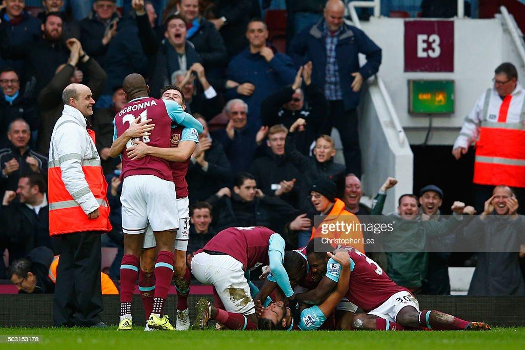 West Ham United v Liverpool - Premier League : News Photo