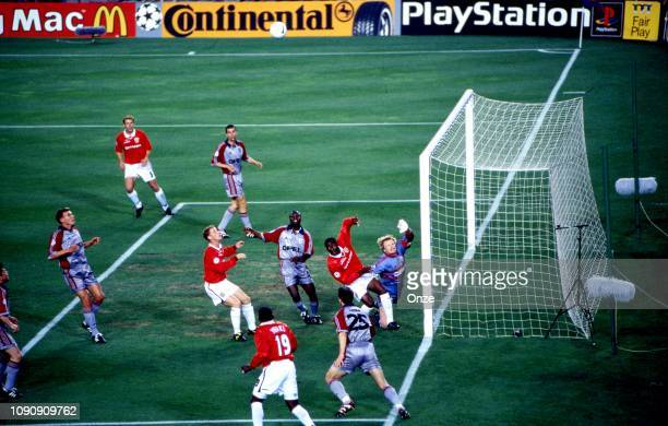 Andy Cole of Manchester United and Oliver Kahn of Bayern Munich during the UEFA Champions league final match between Manchester United and Bayern...