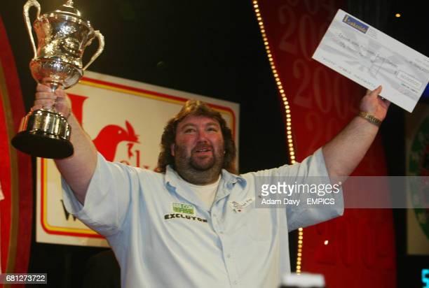 Andy Fordham celebrates winning the Darts final