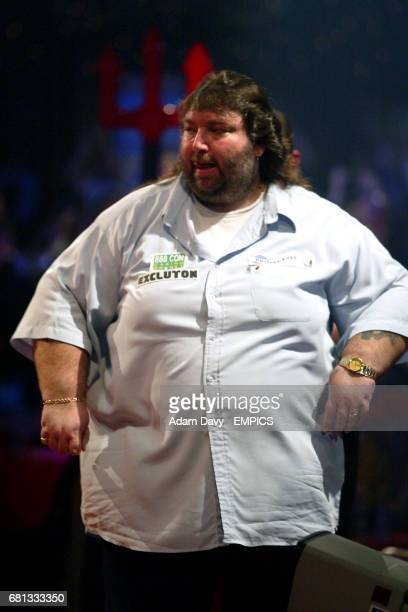 Andy Fordham in action against Mervyn King