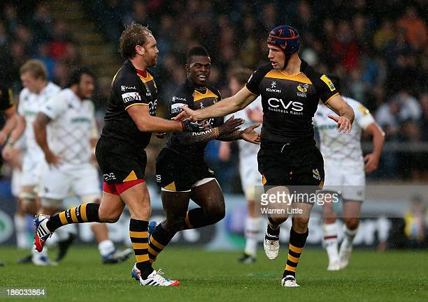 Andy Goode of London Wasps is congratulated by Captain Chris Bell after converting a drop goal during the Aviva Premiership match between London...