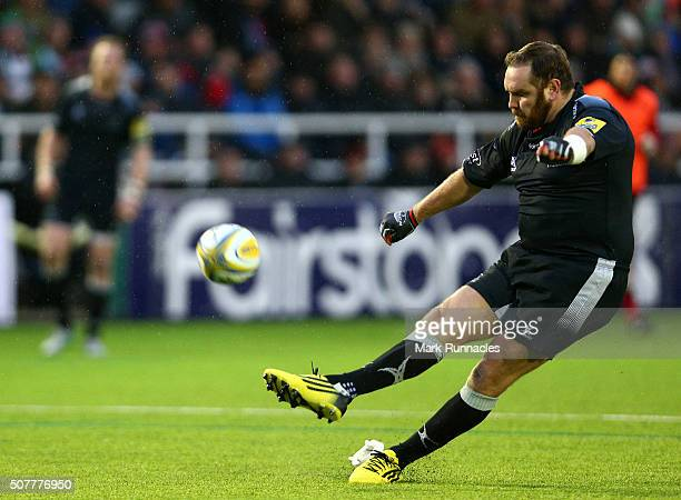 Andy Goode of Newcastle Falcon kicking a penalty in the second half to help Newcastle Falcons win 2619 over Harlequins during the Aviva Premiership...
