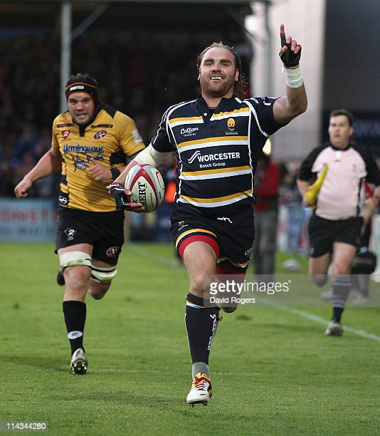 Andy Goode of Worcester races clear to score a try during the RFU Championship play off second leg match between Worcester Warriors and Cornish...