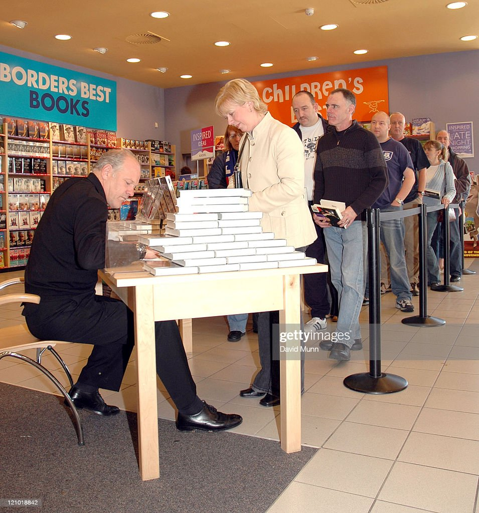 "Andy Gray Signs Copies of ""Gray Matters"""