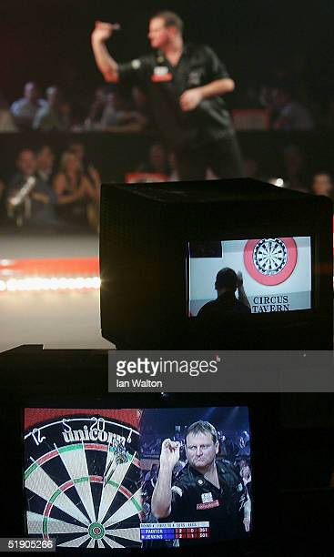 Andy Jenkins in action during his match against Kevin Painter during the 2005 Ladbrokescom World Darts Championship at The Circus Tavern on December...