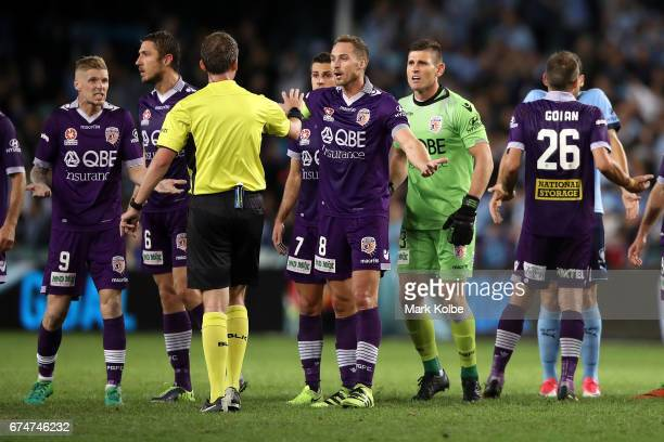 Andy Keogh Dino Djulbic Joel Chianese Rostyn Griffiths and Liam Reddy of the Glory makes their point to referee Peter Green during the ALeague Semi...