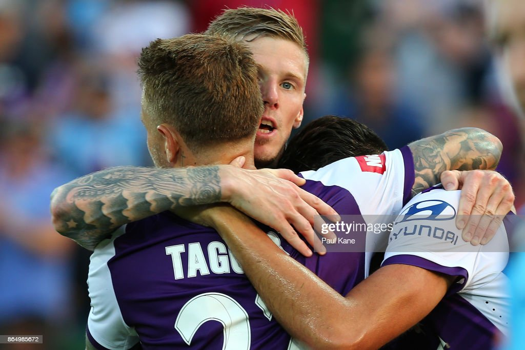 A-League Rd 3 - Perth v Central Coast : News Photo