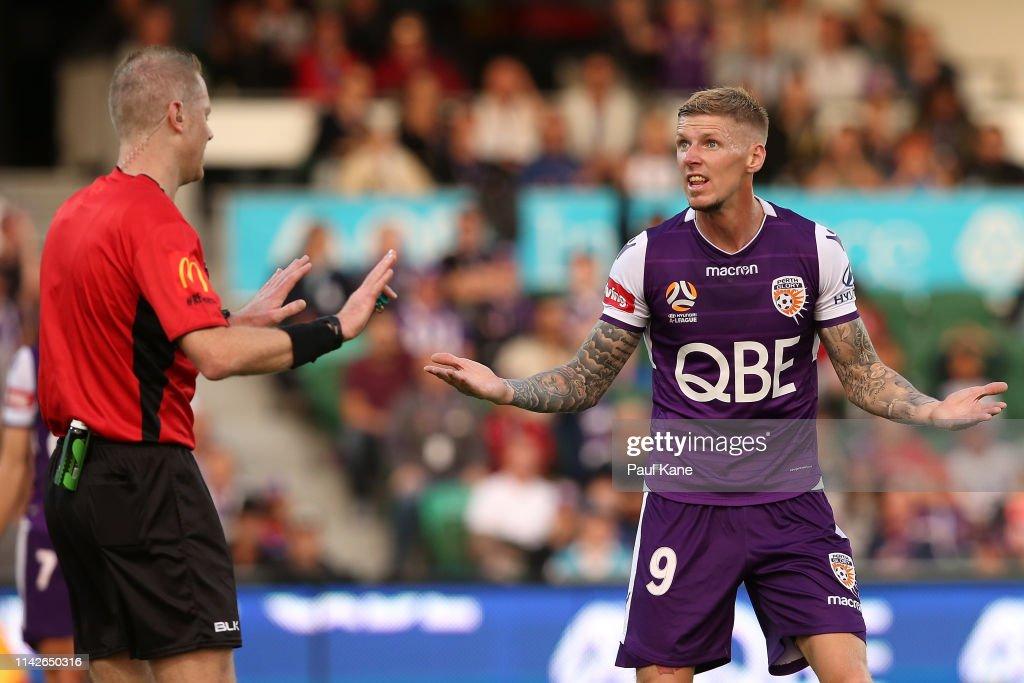 A-League Rd 25 - Perth v Newcastle : News Photo