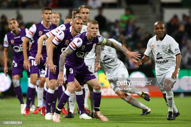 Andy Keogh of the Glory sets position for a corner kick during the round three ALeague match between the Perth Glory and the Brisbane Roar at nib...