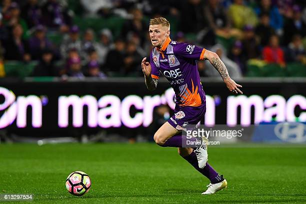 Andy Keogh of the Perth Glory breaks into space during the round one ALeague match between the Perth Glory and the Central Coast Mariners at nib...