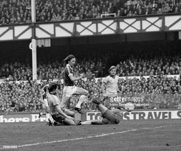 11th November 1978 Goodison Park Everton Everton v Chelsea Evertons Andy King evades the Chelsea defence to beat goalkeeper John Phillips to score